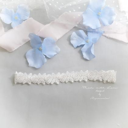 Slim White Flower Lace Wedding Gart..