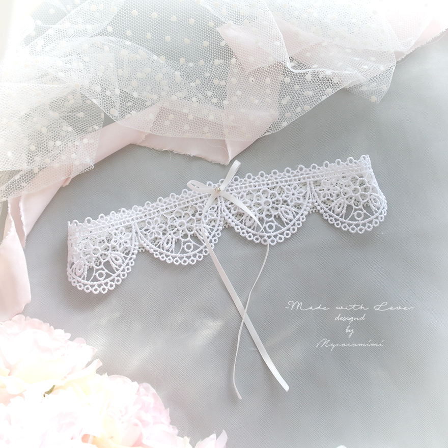 White Lace Wedding Garter , Rhinestone Little Bow Garter , Bridal Lingerie Wedding Honeymoon Keepsake Toss Luxury Wedding garter